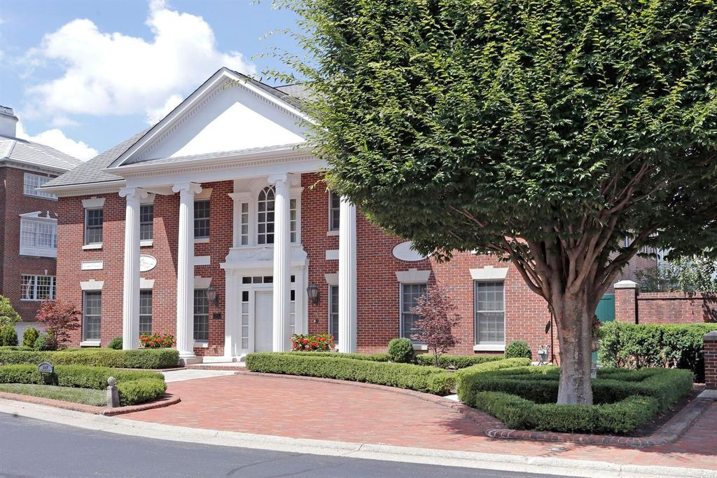 2947 Four Pines Dr, Lexington, KY 40502