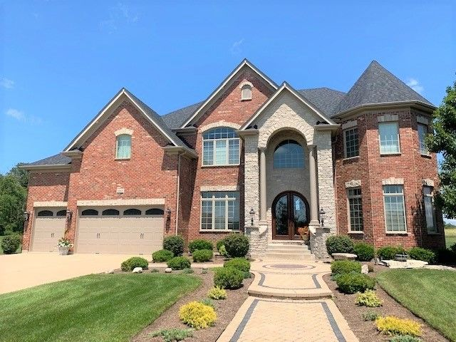 5865 Whitetail Ridge Dr, Yorkville, IL 60560