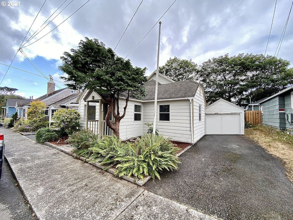 1060 S Downing St, Seaside, OR 97138
