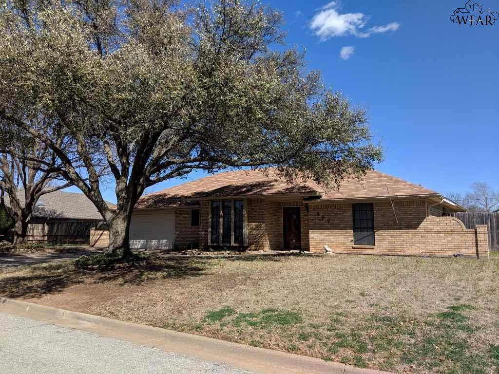 907 Sugarbush Ln, Burkburnett, TX 76354