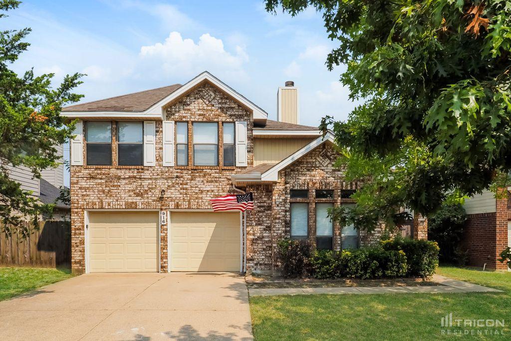 916 Simon Dr, Cedar Hill, TX 75104