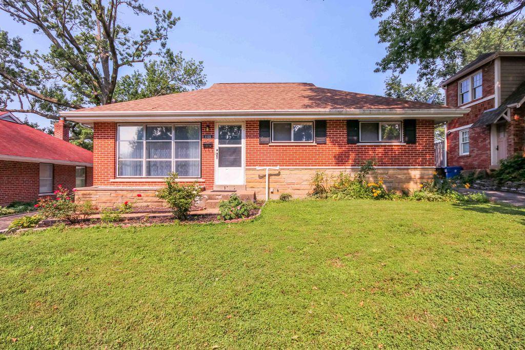 1135 Collingwood Dr, Saint Louis, MO 63132