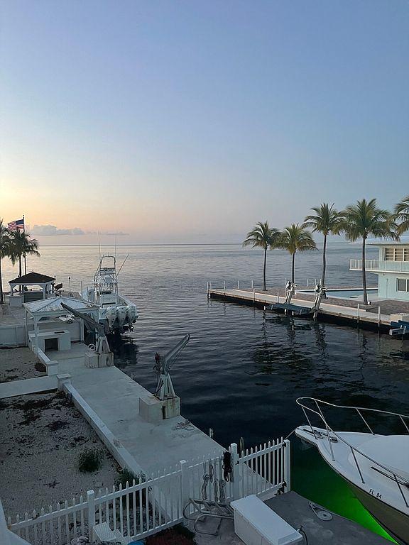 806 Bonito Ln, Key Largo, FL 33037