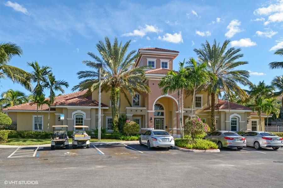 6475 Emerald Dunes Dr #206, Royal Palm Beach, FL 33411