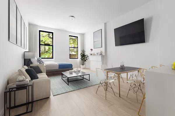 353 W 47th St #1RE, New York, NY 10036