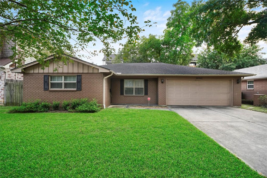 6703 Grovewood Ln, Houston, TX 77008