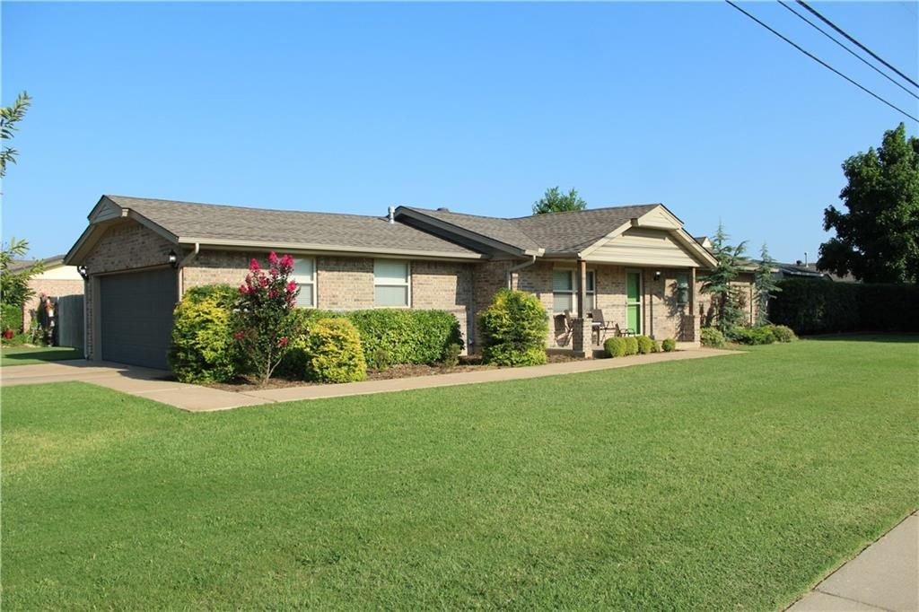 601 SW 9th St, Moore, OK 73160