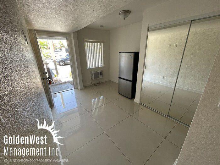 1401 E Carson Ave #12, Las Vegas, NV 89101