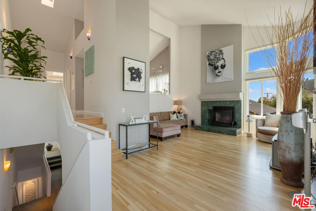 830 Haverford Ave #12, Pacific Palisades, CA 90272