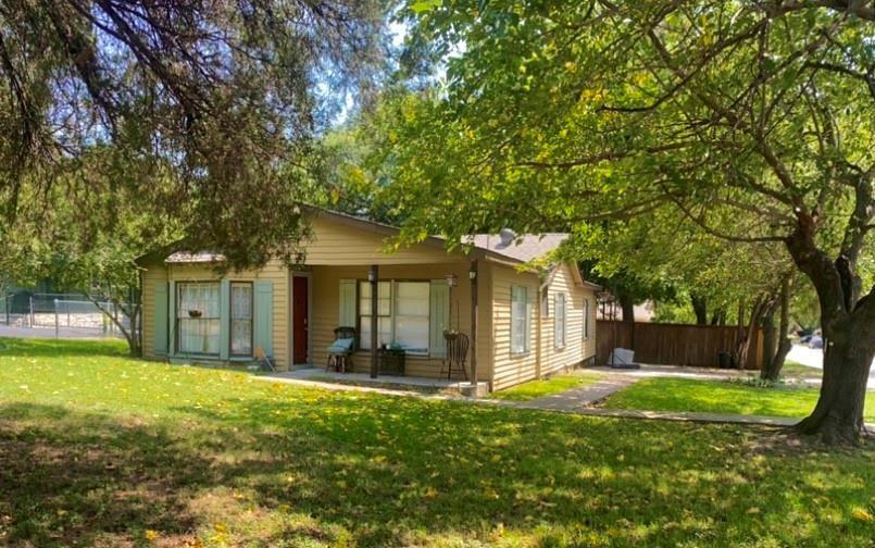 1213 Meadow Park Dr, White Settlement, TX 76108