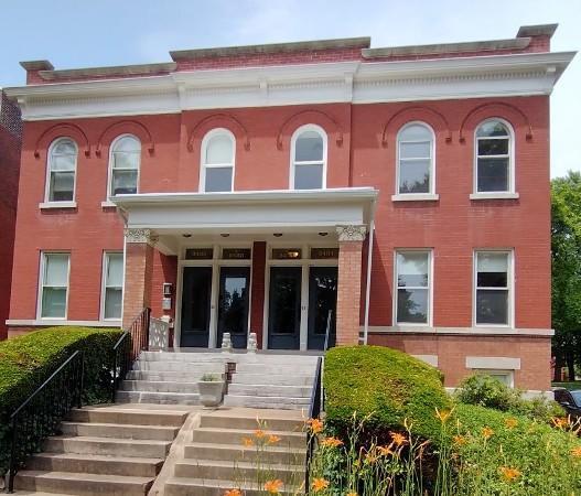 3431 Crittenden St, Saint Louis, MO 63118