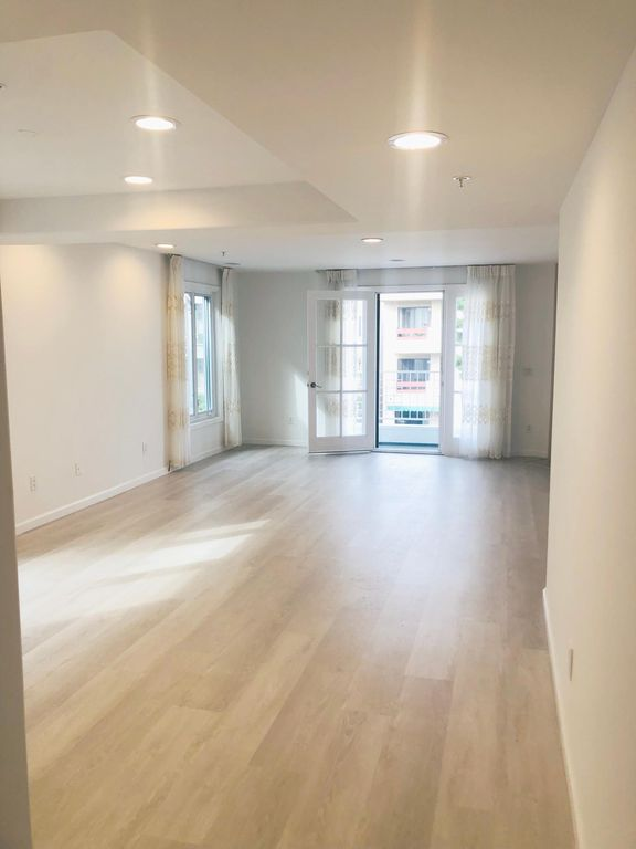 1534 Amherst Ave #301, Los Angeles, CA 90025