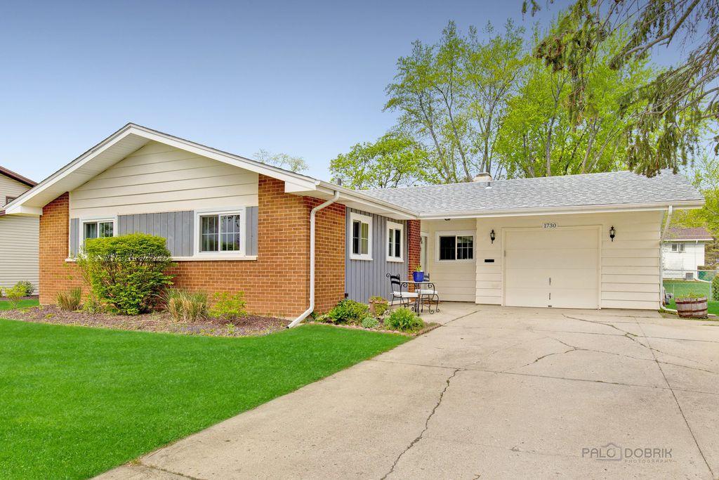 1730 Ida Rd, Hoffman Estates, IL 60169