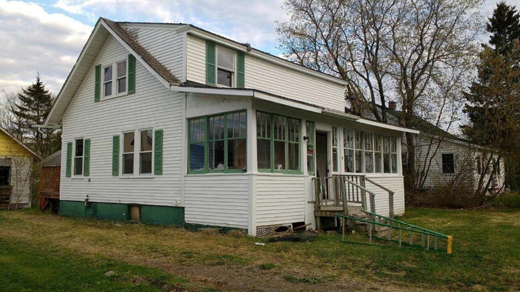 19 Brunswick Ave, Fort Fairfield, ME 04742