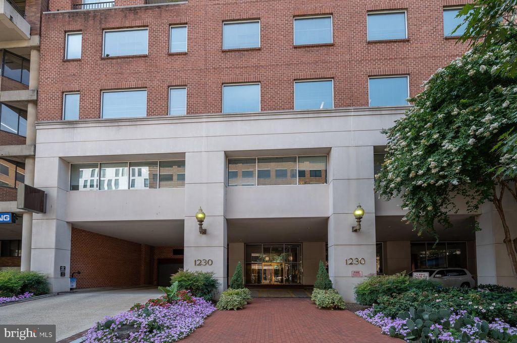 1230 23rd St NW #802, Washington, DC 20037
