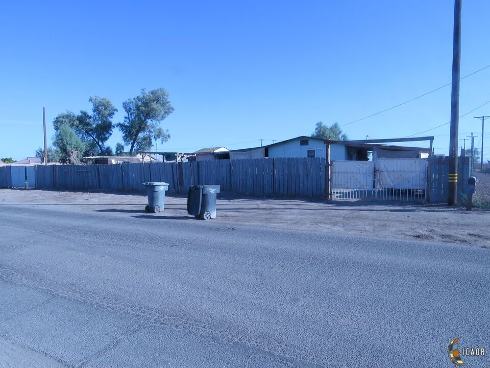684 E 2nd St, Imperial, CA 92251