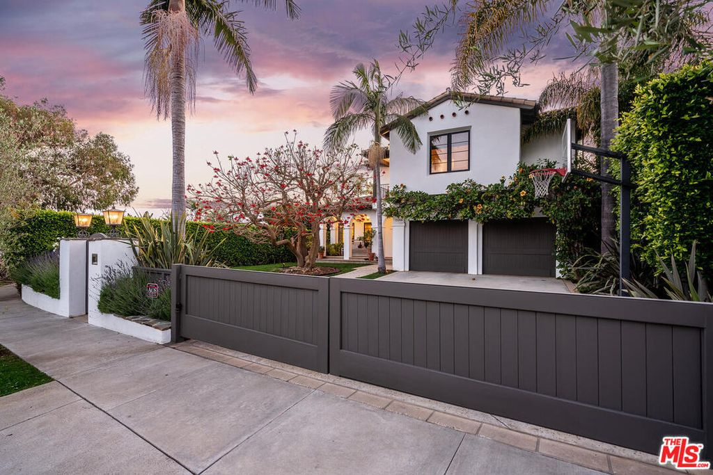 15204 Friends St, Pacific Palisades, CA 90272
