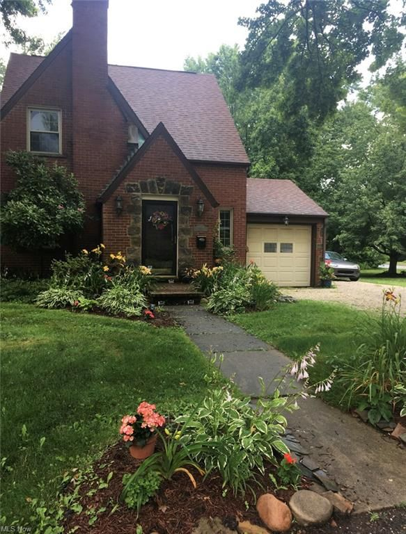 2207 32nd St NW, Canton, OH 44709