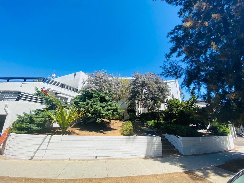 11045 Strathmore Dr, Los Angeles, CA 90024