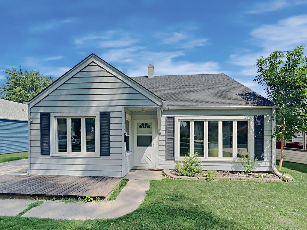 9243 S 49th Ct, Oak Lawn, IL 60453