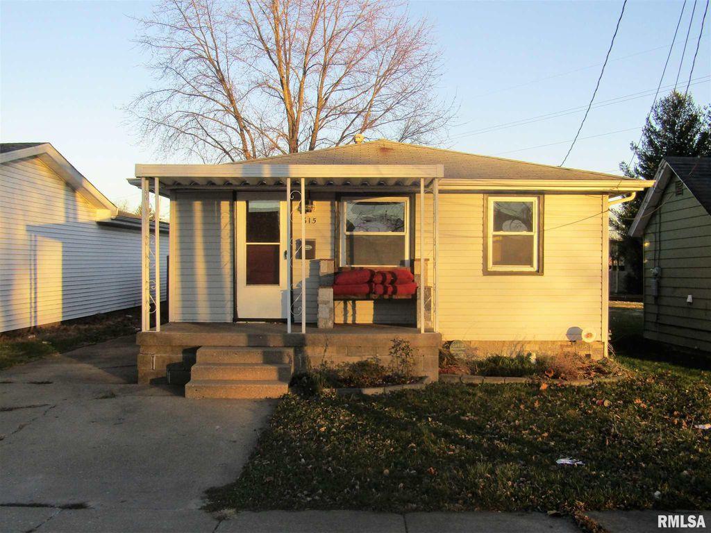 615 S Maple St, Lewistown, IL 61542