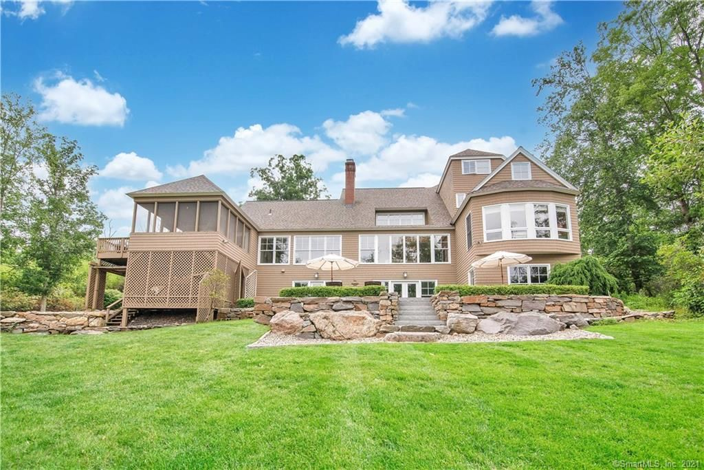 98 Ryefield Rd, Middletown, CT 06457