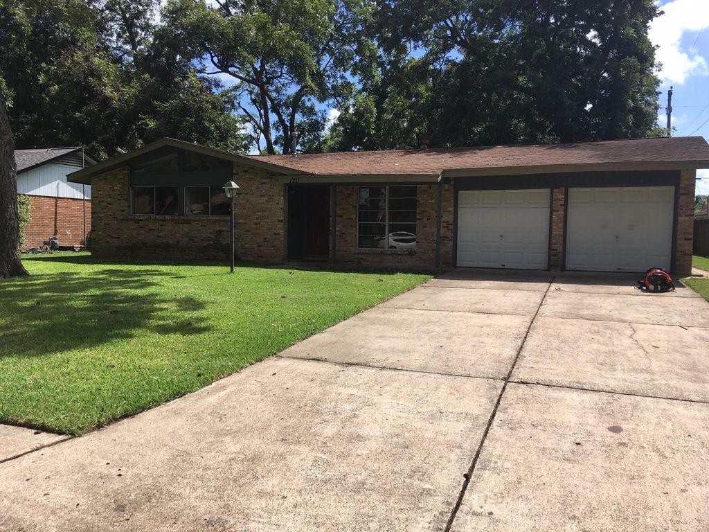 120 Sage St, Lake Jackson, TX 77566