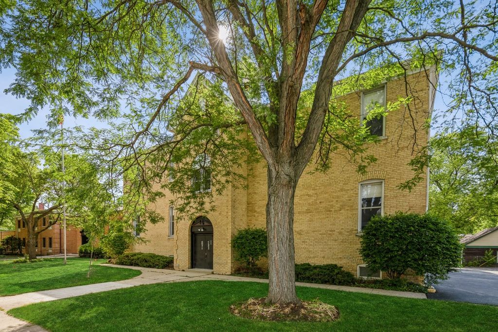 174 S McHenry Ave #12, Crystal Lake, IL 60014