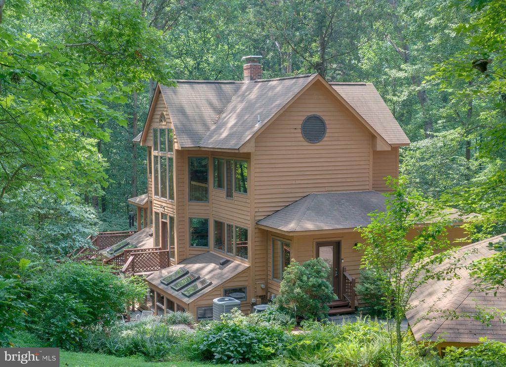 11007 Oakton Woods Way, Oakton, VA 22124