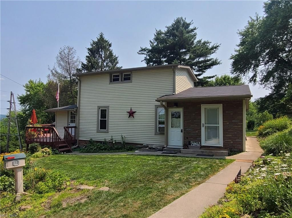 713 Grace Ave, Coshocton, OH 43812