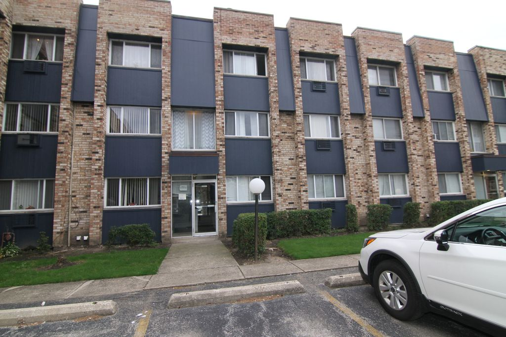 8629 W Foster Ave #5-1A, Chicago, IL 60656
