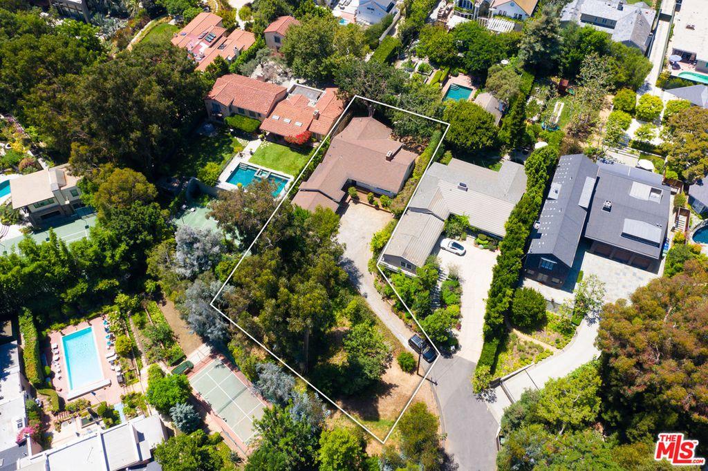 589 Lorna Ln, Los Angeles, CA 90049