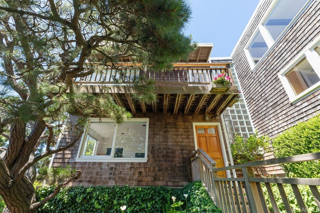 4 Russian Hill Pl, San Francisco, CA 94133