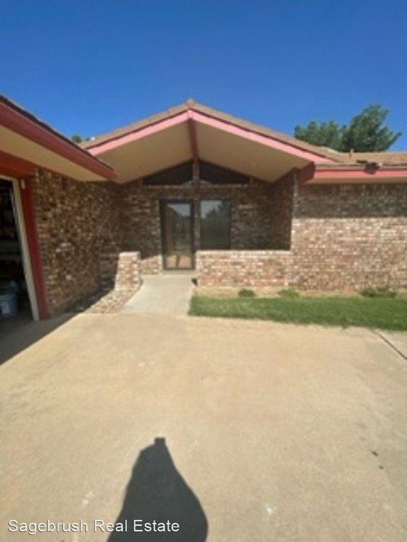 1512 Private Rd, Clovis, NM 88101