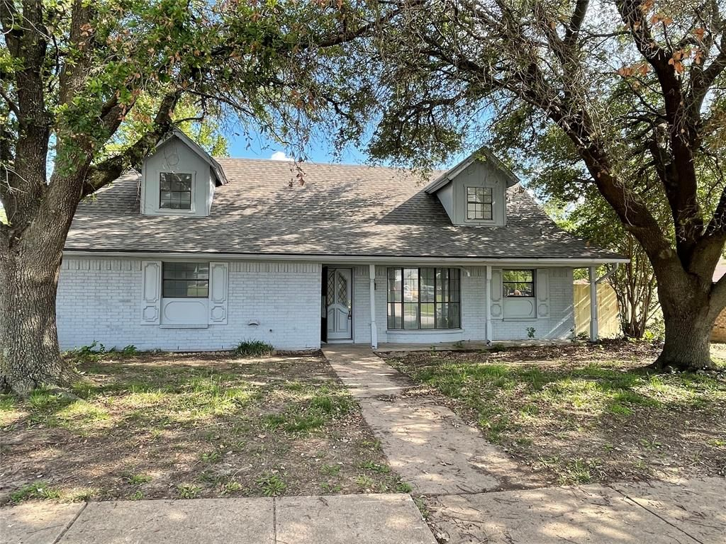 2110 Overbrook Dr, Arlington, TX 76014