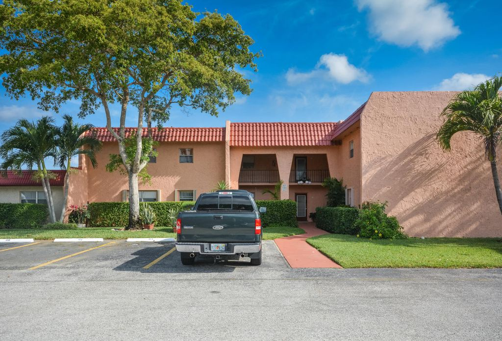 447 Lake Dora Dr, West Palm Beach, FL 33411
