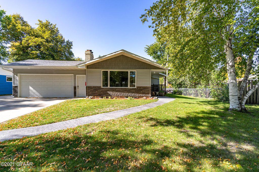 2514 Olive St, Grand Forks, ND 58201
