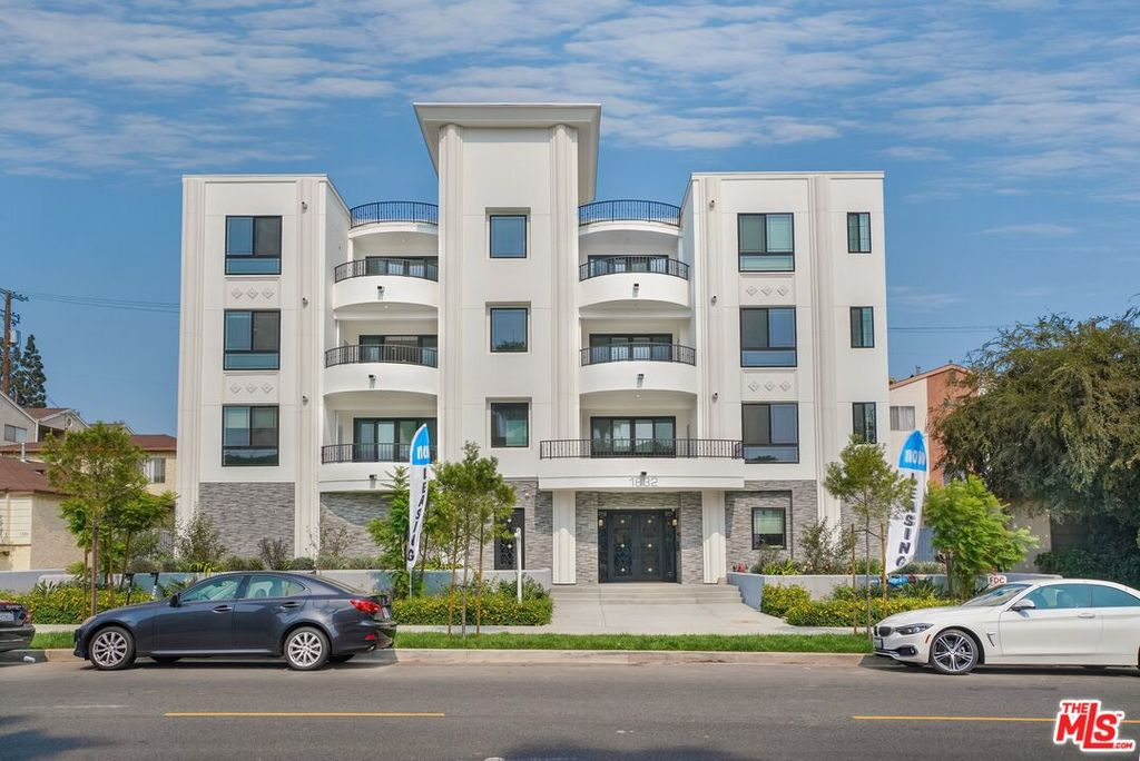 1832 S Barrington Ave #202, Los Angeles, CA 90025
