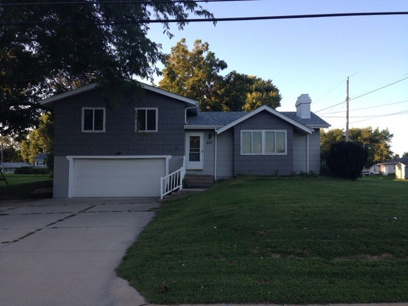 807 Wisconsin St, Le Claire, IA 52753