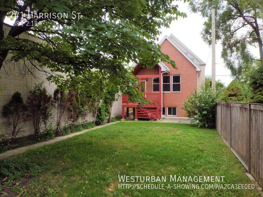241 Harrison St, Oak Park, IL 60304