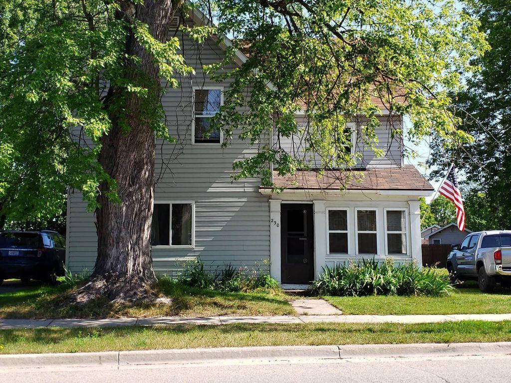 230 Ridge St, Sault Sainte Marie, MI 49783
