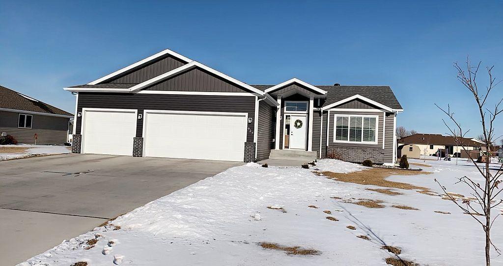 927 Greenway Blvd SE, East Grand Forks, MN 56721