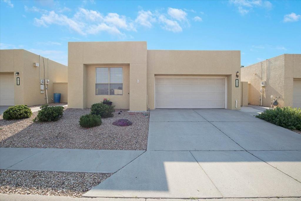7908 Woodhaven Dr NE, Albuquerque, NM 87109