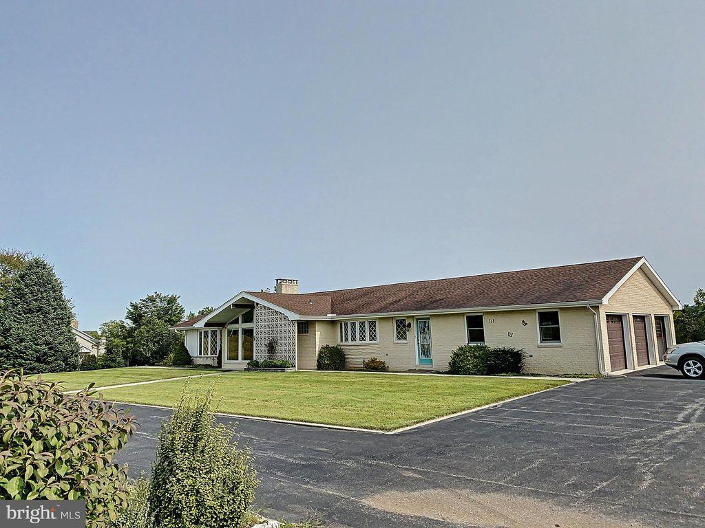 4 Home Rd, Abbottstown, PA 17301