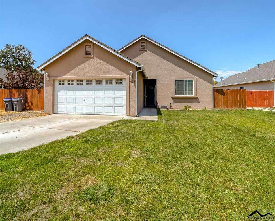 425 Springtime Ln, Red Bluff, CA 96080
