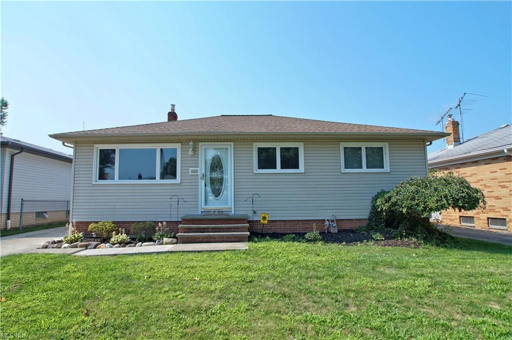 32300 Knobel St, Willowick, OH 44095