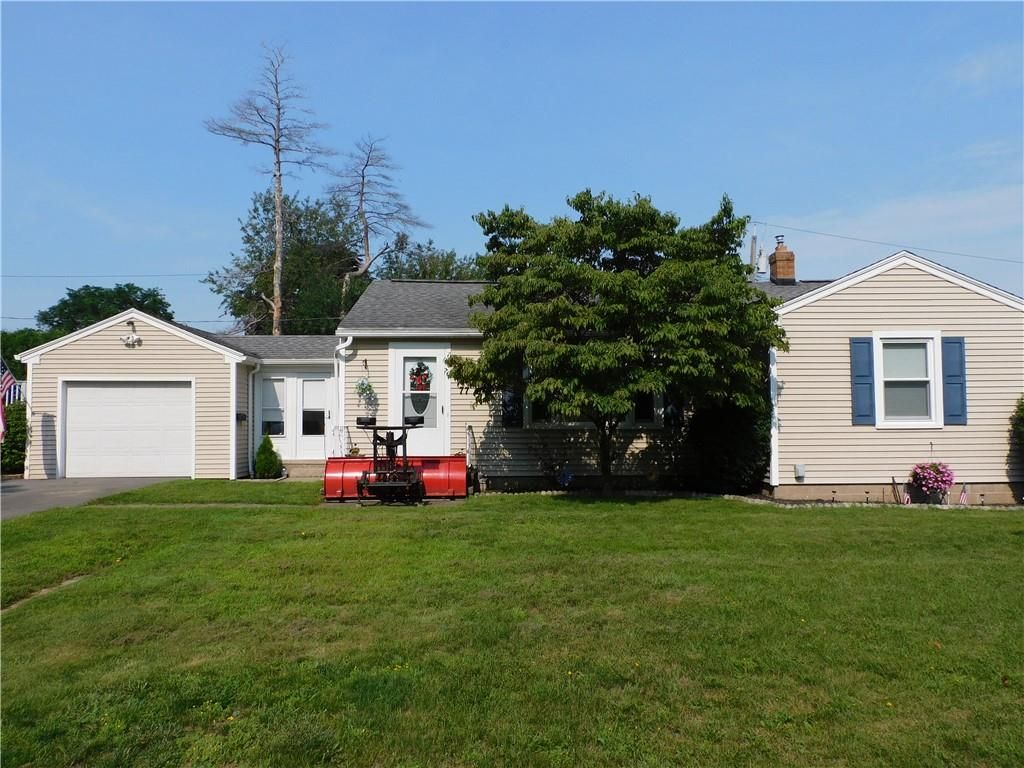 77 Valley Crest Rd, Rochester, NY 14616