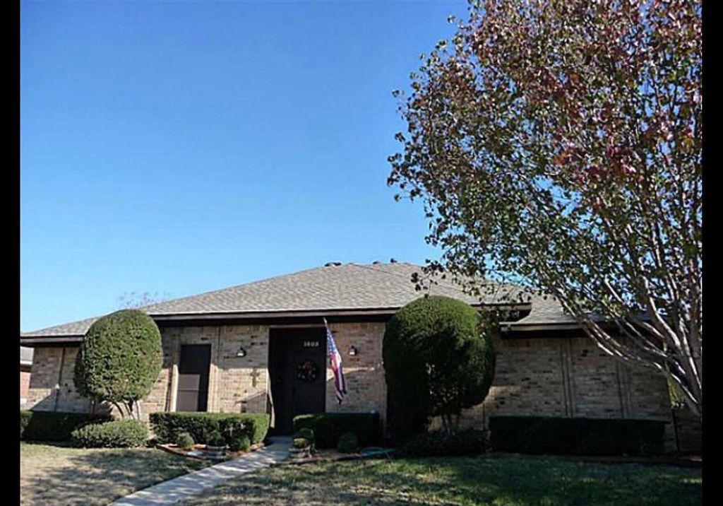 1605 Oak Creek Dr, Lewisville, TX 75077