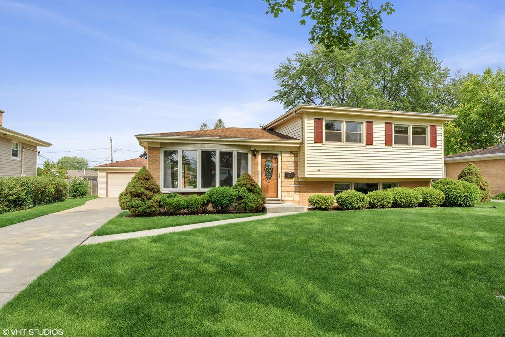 513 S Deborah Ln, Mount Prospect, IL 60056