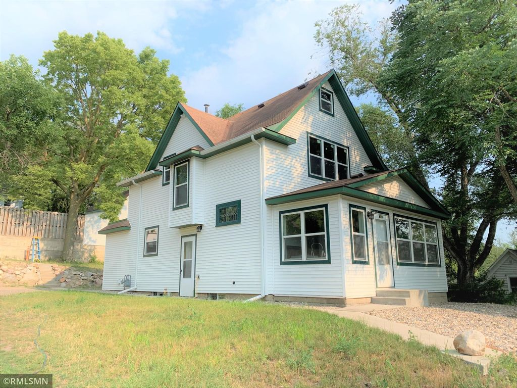 416 S 5th St, Montevideo, MN 56265